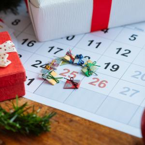 Vous vous demandez comment remplir un calendrier de l'avent autrement qu'avec des bonbons et des gourmandises sucrées ? Retrouvez toutes nos idées !