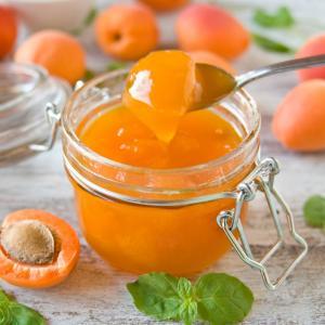 Confiture d'abricot en boite. Vous avez manqué le jour des confitures et vous ne trouvez plus d'abricots frais ? Pas de panique, voici une recette de confiture d'abricots à réaliser avec une boîte de conserve. Un