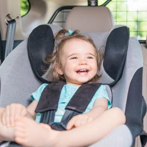 Pensez au confort physique des enfants. Certes les enfants ressentent moins l'inconfort que les adultes, mais lorsque le voyage est long une mauvaise installation fini par avoir des répercussions sur leur humeur. Hors de question de t