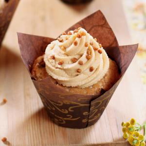 Il existe de nombreuses variétés de cupcakes américains, mais dans cette recette le cupcake est aromatisé avec l'un des ingrédients typiquement américain : les cacahuètes ! Ce cupcake est garnit d'un mélange de cheese cream, de mascarpone et de s