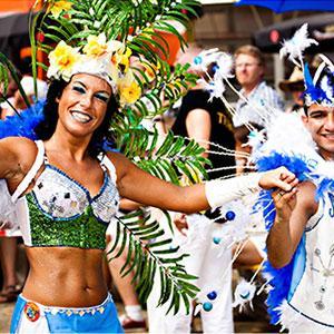 Cette année le carnaval de Nice se déroule du 16 février 2019 au 28 février 2019. Cette année le thème du défilé est « le roi de la musique ». Comme tous les ans le Carnaval de Nice offre deux semaines de parades et de défilés de personnages géants.