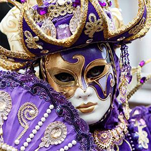 Le Carnaval de Venise dure 10 jours et se termine le jour du Mardi Gras, dernier jour du Carnaval et veille du mercredi des Cendres. De nombreuses manifestations et bals sont organisés à