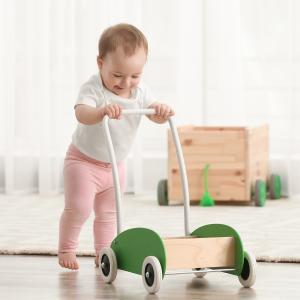 Les déambulateurs pour bébé sont tous les jouets que votre bébé pourra pousser en marchant. Un déambulateur peut dont être un jouet sophistiqué comme un camion ou une p