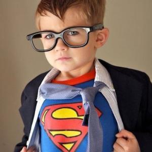 Déguisement super héros : le top 10 du carnaval aux super pouvoirs ! Si vous cherchez un déguisement de super héros pour votre enfant pour le carnaval, vous trouverez forcément des idées ici. De batman à spiderman en passant par ironman, ces enfants sont