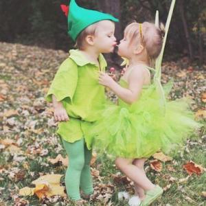 Déguisement original : Trouvez une idée de déguisement orignal grâce à ce top 10 de déguisement qui vont par paire. Vos enfants seront vraiment les plus mignons avec ces déguisements qui vont ensemble.