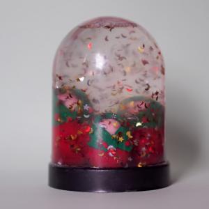 Tuto d'une boule à neige personnalisée avec de la pâte FIMO et des paillettes