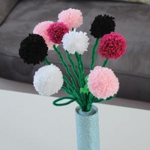 Un tuto pour apprendre à réaliser un bouquet de pompons