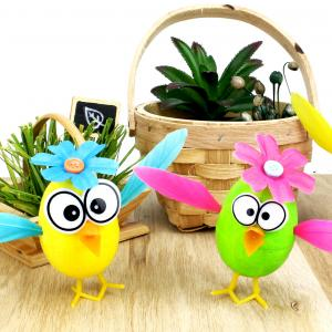 Un poussin de Pâques DIY très coloré fait à partir d'un oeuf en polystyrène, c'est une activité parfaite pour Pâques ! Découvrez comment réaliser ces jolis petits poussins très drôles afin de décorer votre maison pour Pâques.