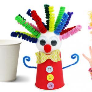 Aujourd'hui, découvrez comment fabriquer facilement un clown en utilisant un gobelet en carton, une boule en polystyrène, des chenilles et quelques accessoires. Une activité créative facile idéale pour occuper les enfants lors du Carnaval ou un goûter d'a
