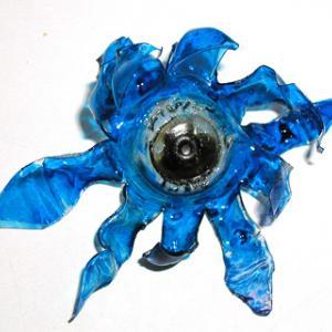 Fleurs en plastiques  inspirÈ des fleurs en verre de Venise. Fleur  pour soi ou pour offrir ‡ l'occasion d'un anniversaire ou une fÍte comme  la fÍte des mËres ou des pËres , ou encore la f&amp