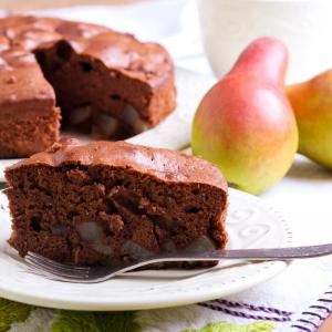 Une recette de gâteau au chocolat à la saveur adoucie par les amandes en poudre. Un délicieux gâteau au chocolat à faire et à déguster avec les enfants. Cette recette est proche d'