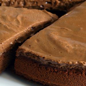 Une recette du gateau au chocolat sans beurre pour un plaisir gourmand mais léger. Retrouvez sans plus attendre la super recette du gâteau au chocolat sans beurre.