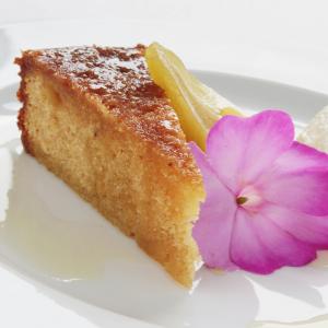 Il existe presque autant de recettes du gâteau au yaourt qu'il y a de famille, chacune a sa recette du gâteau au yaourt. Voici la recette du gâteau au yaourt de la tante Julie.