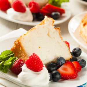 Recette du gâteau au yaourt simple. Recette illustrée à faire avec les enfants. Un gâteau facile à faire pour retrouver le goût et le parfum de notre enfance.