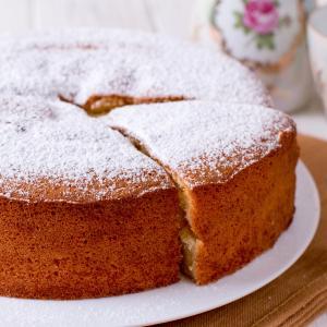 Recette du gâteau au yaourt parfumé aux morceaux d'ananas. Un gâteau au yaourt pouvant être fait avec de l'ananas frais comme avec de l'ananas en boîte. Une recette illustrée facile &agrave
