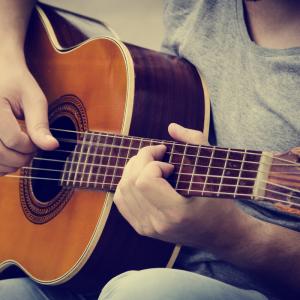 guitare - mot du glossaire Tête à modeler. Définition et activités associées au mot guitare.