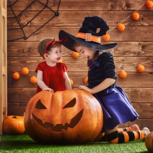 Retrouvez des tas d'activités manuelles faciles d'Halloween pour les plus petits enfants. Des bricolages simples et rapides à réaliser. Retrouvez également des coloriages mais aussi des jeux sur le thème d'halloween regroupés dans cette catégorie dédiée a