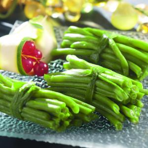 Il suffit parfois peu de choses pour que les enfants acceptent de goûter des haricots verts. Cette recette à faire avec eux peut leur donner en vie de goûter les haricots verts. Pour ceux qui les aiment déj&ag