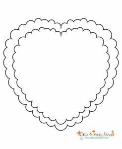 Un coloriage de deux gros coeurs à colorier et à compléter par un dessin personnel à l'intérieur du coeur intérieur.