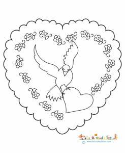 Sur ce coloriage de fête des mères, votre enfant peut colorier un gros coeur contenant un médaillon de petites fleurs et une grosse colombe posée sur un petit coeur.
