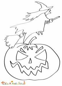 Coloriage de la  sorcière assise sur son balai qui passe devant la citrouille d'Halloween découpée pour la fête.