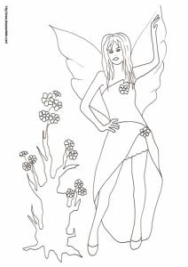 Coloriage d'une fée à la robe courte et longue se tient devant le tronc d'arbre auquel elle vient de redonner vie, de nouvelles fleurs viennent de pousser sur l'arbre.