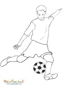 Coloriage foot, coloriage du joueur de foot preparant une passe