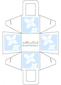 Panier à dragées aux 2 fleurs blanches sur fond bleu