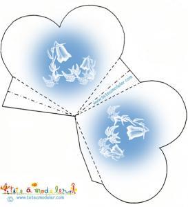 Pochette coeur bleue ciel aux campanules