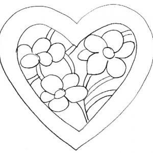Un gros coeur contenant des fleurs à imprimer pour réaliser un coloriage pour la fête des mères - un dessin à imprimer pour la fête des mères