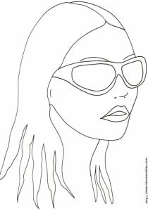 Coloriage d'un visage de fille aux grosses lunettes de soleil