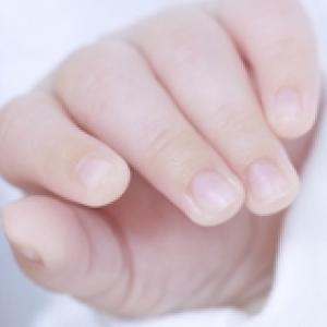 Développement de la main chez bébé