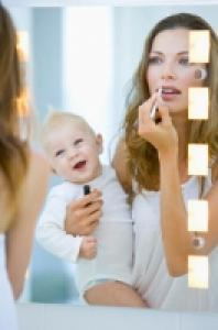 Bébé et la découverte du miroir