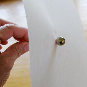 Faire une bille magique pour découvrir les propriétés des aimants