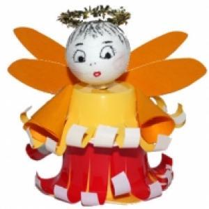 Ange en pots de petits suisses