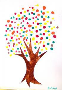 Réalisation de la peinture d'un arbre au coton tige