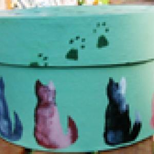 Peindre une boîte décorée de chats