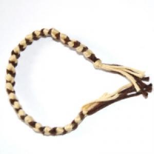 Explications illustrées par Tête à Modeler pour réaliser un bracelet avec des fils de coton. La technique de tissage est...