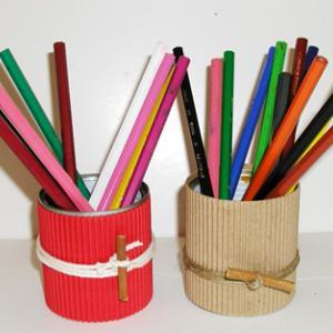 Fabriquer un pot à crayons carton ondulé