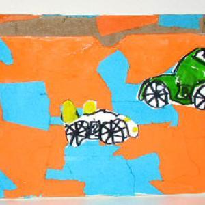 Boîte de rangement décoré de motifs de papier collés et de motos