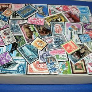 Fabriquer une Boîte à trésors décorée de timbres-poste