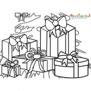 Cadeaux de Noel devant le sapin