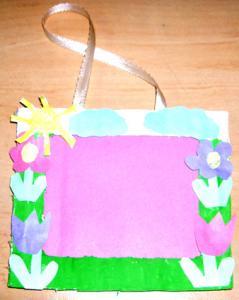 Petit cadre décoré de fleurs pour les photos de l'enfant