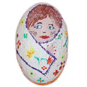 poupée russe peinte sur galet Presse papier: poupée venue de l'Est