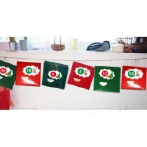 Calendrier de Noël en boîtes suspendu en guirlande