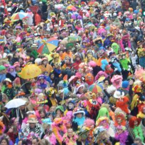 La date du carnaval de Dunkerque s'étale sur 2 mois et demi à 3 mois ! C'est le Carnaval le plus long de France. Les dates du Carnaval de chaque bande sont mobiles puisque le point de référence est la date de Pâques, mais l'ordre est toujours le même.