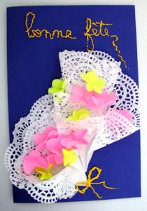 Fabriquer une carte fleurs et dentelle