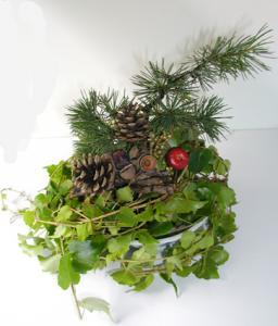Réaliser un centre de table en branches de vigne vierge