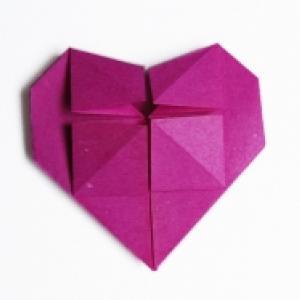 pliage d'un coeur en origami