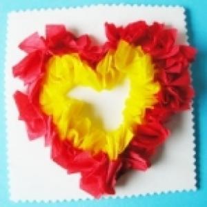 Réaliser un piquage de coeur en papier crépon
